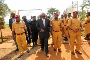 The Chief Justice, Hon. Justice Bart Katurebe arriving at Bugungu Prison in jinja district on June 10, 2015 (PHOTO: JLOS)